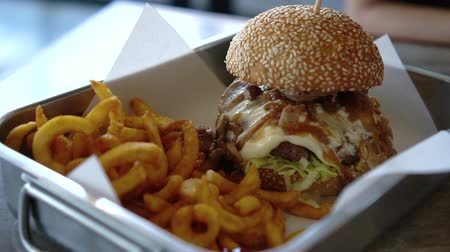 meat rolls : Melted Cheese On Beef Burger With Onion And Curly Fries Serve In Tray Stock Footage