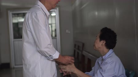 parentes : Asian Senior Couple Waiting Accident Emergency Surgery Hospital Worry