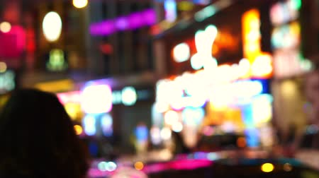 levendig : Hong Kong Shopping Street Bright Neon Signs Blur Evening Video Stockvideo