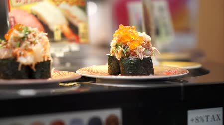 унаги : Maki nigiri sushi coveyer belt in Japan