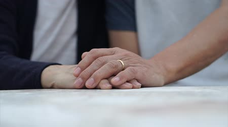 pomačkání : Asian senior couple holding hands with wedding ring lasting forever love Dostupné videozáznamy