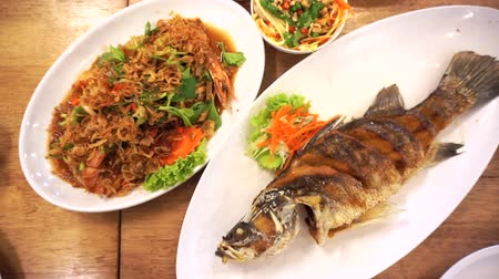bassê : Top view eating Thai seafood whole fried fish and prawn garlic
