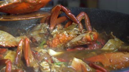 chilli sauce : Chef cooking Chili Crab Singapore Chinese cuisine iconic dish