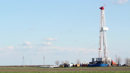rigs : oil drilling rig