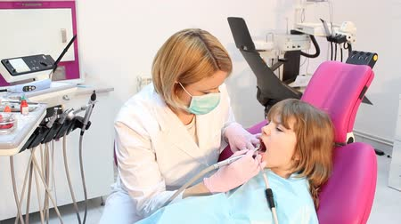 yenirce : little girl and female dentist Stok Video