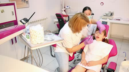 stomatologia : dentist nurse and little girl patient
