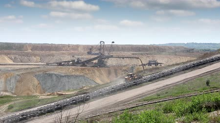 mayın : open coal mine with excavator mining industry Stok Video