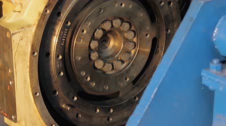 drápy : the flywheel of the engine truck. the overhaul of the engine. Closeup