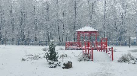 queda de neve : Mega extra big global snowfall winter spring autumn infinity loop, large snowflakes china japan style