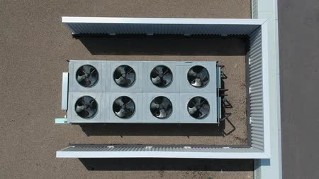 condicionador : Aerial view of the air conditioner top appliance equipment on the roof at hot summer day. Vídeos
