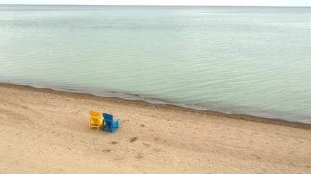 fotel : Minimalistic aerial top view of beach chairs in row on the sandy beach.