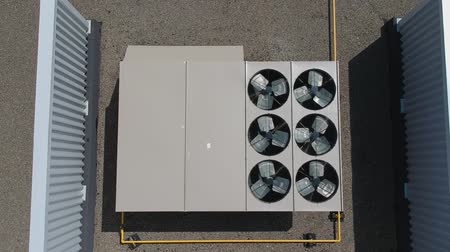 condicionador : Aerial view of the air conditioner top appliance equipment on the roof of a grocery food store at hot summer.