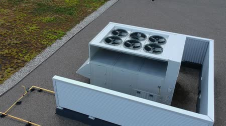 výfuk : Aerial top view footage of AC exhaust vents of industrial air conditioning and ventilation at roof at hot summer day.