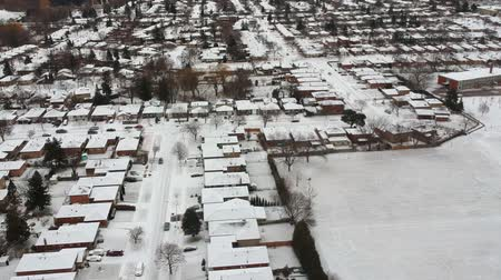 desenvolvimento : Aerial view of the city. Hundreds of houses bird eye top view suburb urban housing development. Quite neighbourhood covered in snow, America. Winter season.