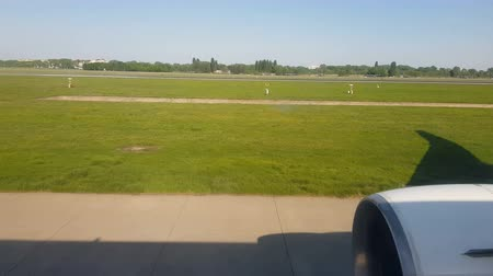 ranvej : View from the airport. Preparing for takeoff. View of the aircraft