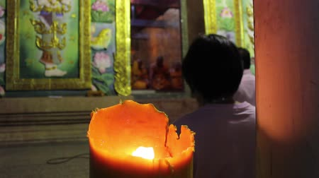 budismo : candlelight in buddhism worship