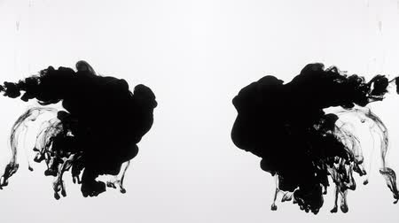 rozptyl : Black inks collide in water. Fluid motion. Liquid paints injection.