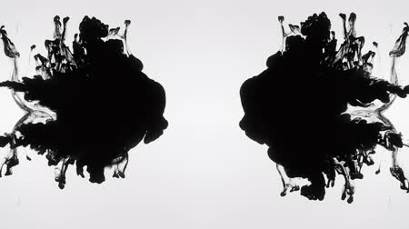 rozptyl : Black ink clouds collision. Flowing swirling liquid paints injection. Abstract motion