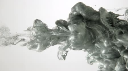 rozptyl : Flowing ink art. Silver grey smoke cloud injected in water. Fluid motion. Dostupné videozáznamy