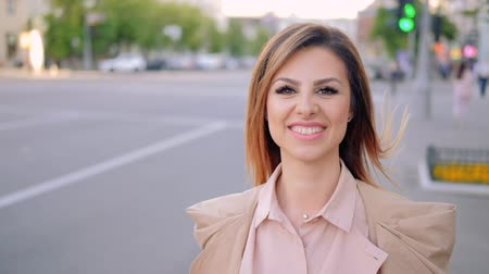 takip etmek : Business woman walking in the city. Smiling stylish confident female Stok Video