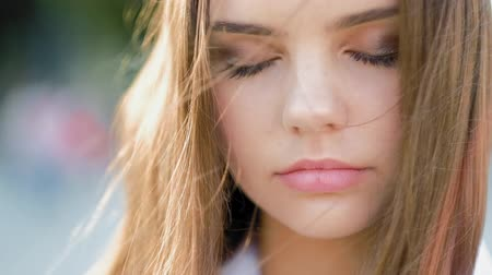 nostalgisch : Mindfulness, balance. Peaceful teen girl meditating with eyes closed. Stockvideo