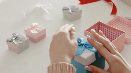 リボン : Home craft business. Gift boxes. Handmade jewelry. Woman arranging presents