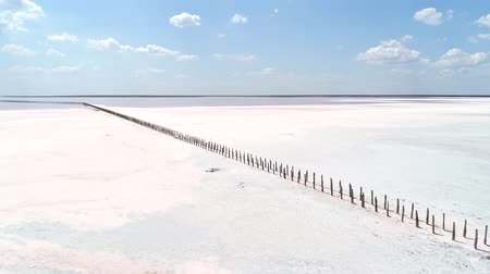 geada : Nature reserve. White salt lake. Pink water. Blue sky.