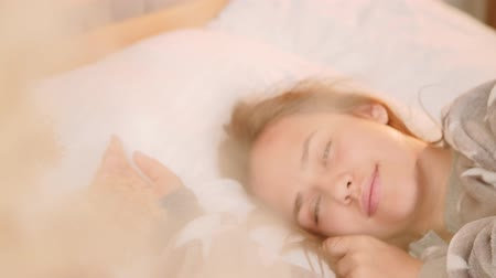 domingo : Innocent teenage dreams. Thoughtfulness pensiveness. Happy girl enjoying recalling good memories. Stock Footage
