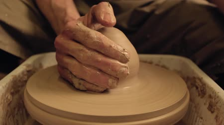 ceramika : Ceramic manufacturing. Creative occupation. Male artist hands molding clay on potter wheel.