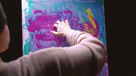 терапия : Finger painting. Relaxation freedom. Inspired woman creating abstract artwork with hands.