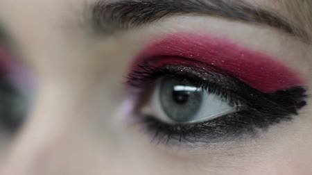 obrys : Vision correction. Laser eye surgery. Woman with red eyeshadow black liner makeup. Dostupné videozáznamy