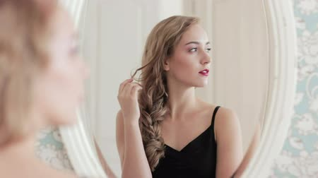 plavé vlasy : Female beauty. Aesthetic cosmetology. Confident woman mirror reflection.