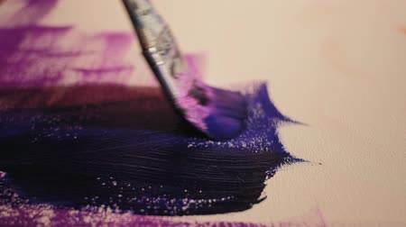 oturum : Acrylic painting. Relaxing movements. Brush making purple strokes on white canvas.