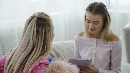 communication discussion conversation. friendly relaxed interview practice. young teenage girls chatting Stock Footage