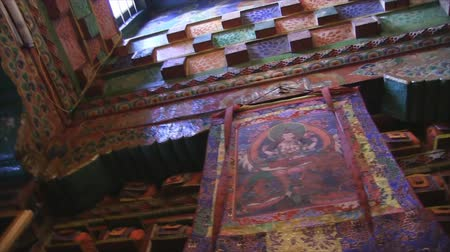 tybet : Inside buddhist temple library in Annapurna Region, Nepal. Wideo