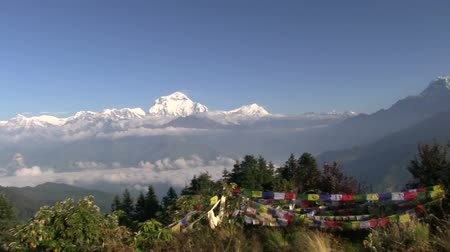поход : Long pan to Machapuchare, Annapurna Region, Poon Hill, Nepal. Стоковые видеозаписи