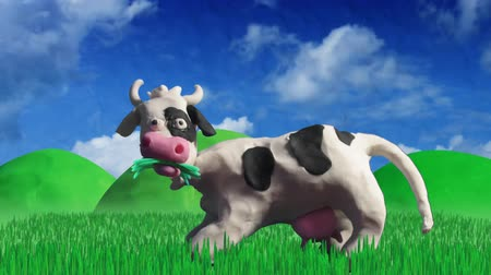 скот : clay animation cow eating grass Стоковые видеозаписи