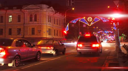 polícia : night city traffic on crossroad with festive illumination timelapse