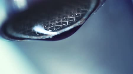 kapička : dropping faucet close-up slowmotion