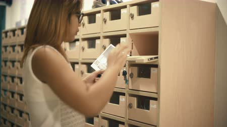 posta kutusu : Woman opens mailbox. 4k UHD (3840x2160) Stok Video