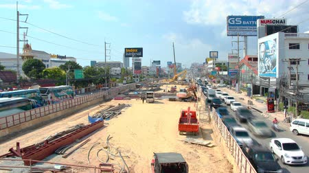 subdivisão : PATTAYA, THAILAND - MAY 11 2016: Road reconstruction on sukhumvit street time lapse 4k Stock Footage