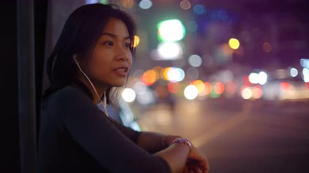 fone de ouvido : Asian Woman using smart phone with headset in night city 4k UHD (3840x2160) Vídeos