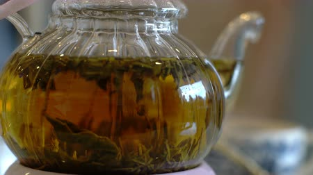bule : Fresh brewing leaf tea in glass teapot closeup