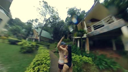 monção : The camera flies around a couple kissing in the rain. Slow motion. Clean version