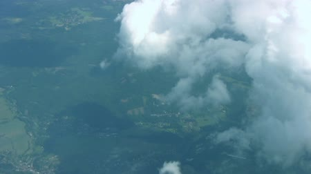 létat : View from the airplane. A large cloud gradually closes the landscape Dostupné videozáznamy