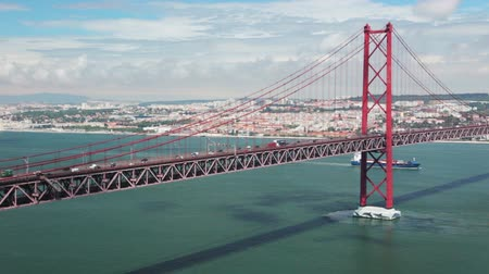 kablo : Portugal. Lisbon. 25th of April Bridge. Car traffic Stok Video