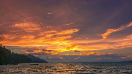 maldivler : Indonesia. Tropical island in the ocean. Amazing color sky after sunset. Time lapse