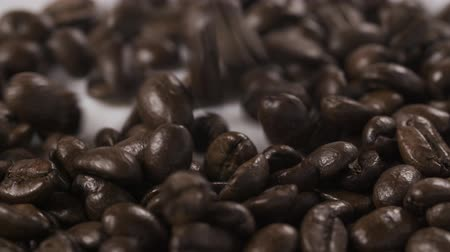 kahve çekirdeği : dark roasted coffee beans for espresso falling in slow motion