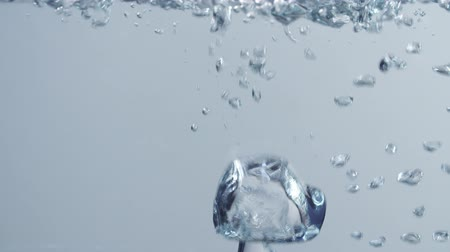 пузыри : big air bubbles in water slow motion footage