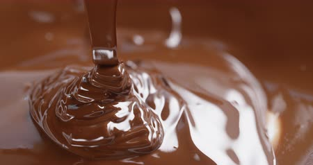 pure chocola : donkere gesmolten chocolade stroom Stockvideo